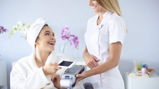 Płatność u kosmetyczki